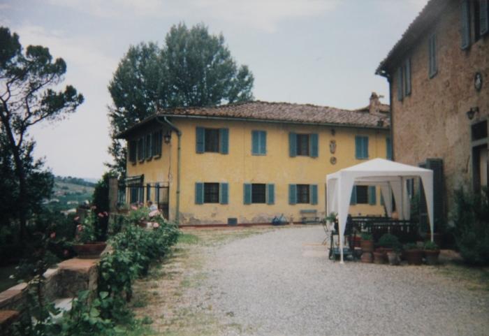 Run past 14th Century Villas in Tuscany